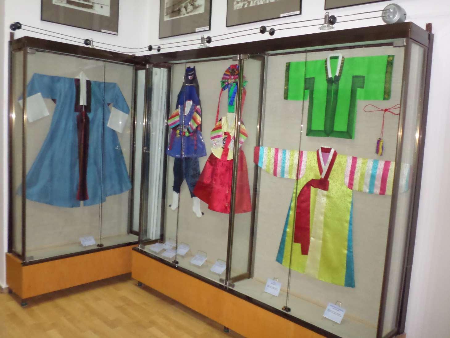 expozitia temporara costumul traditional coreean muzeul de arta populara constanta foto