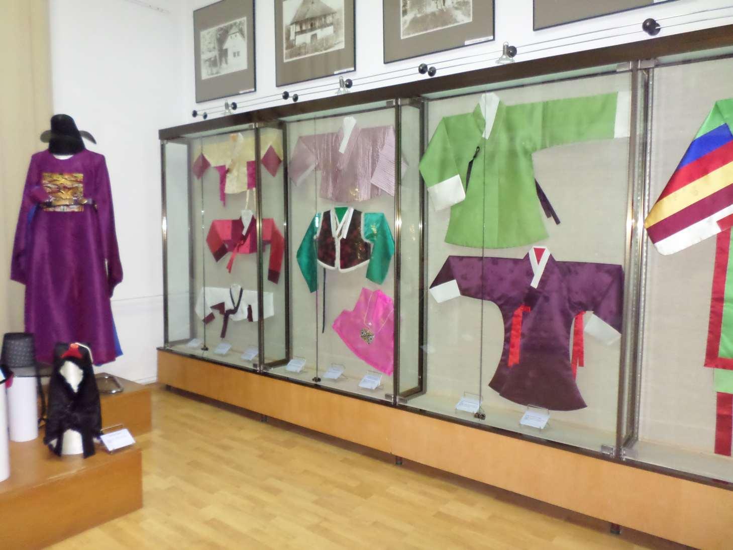 expozitia temporara costumul traditional coreean muzeul de arta populara constanta poze