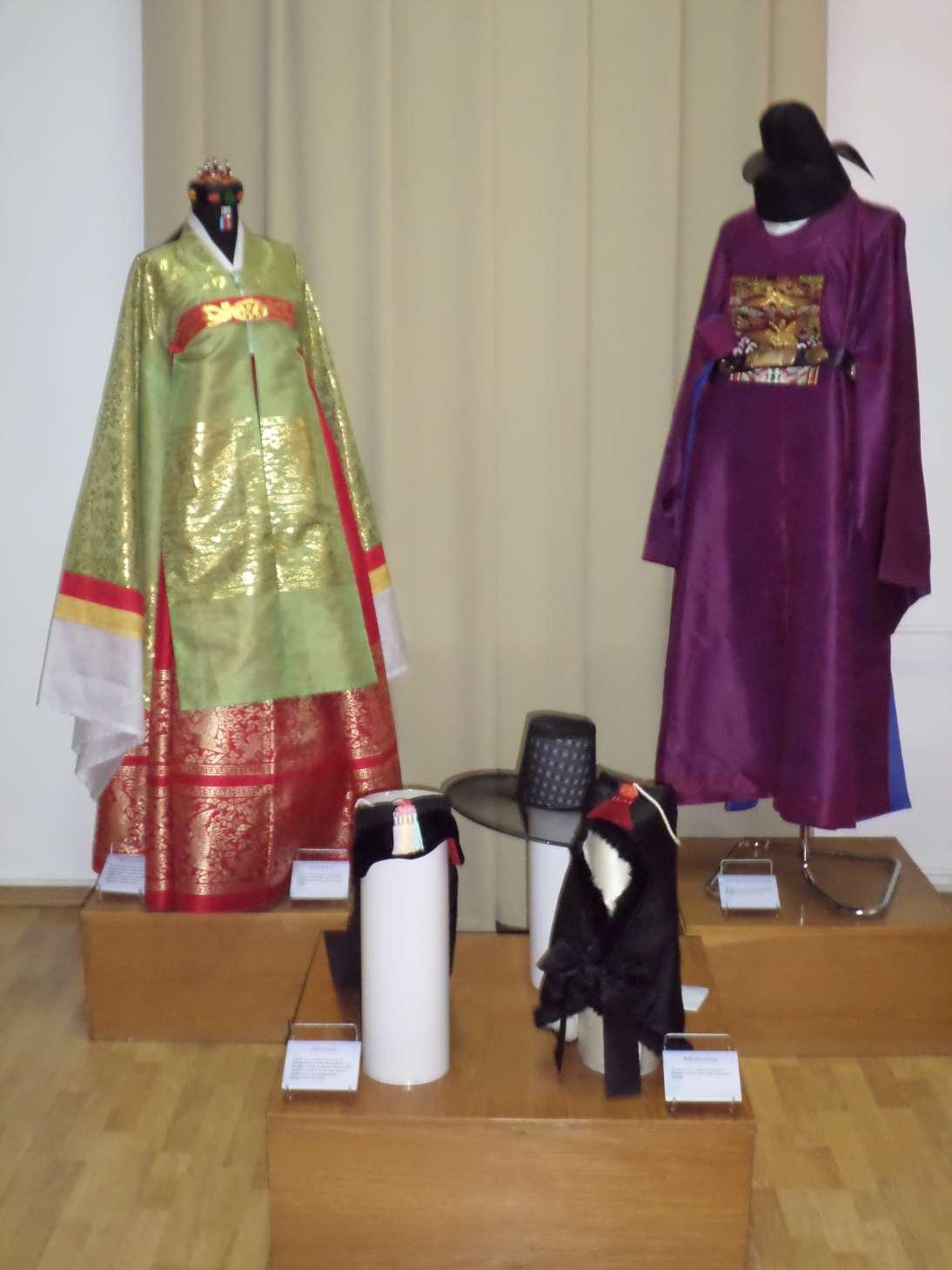 expozitia temporara costumul traditional coreean muzeul de arta populara constanta