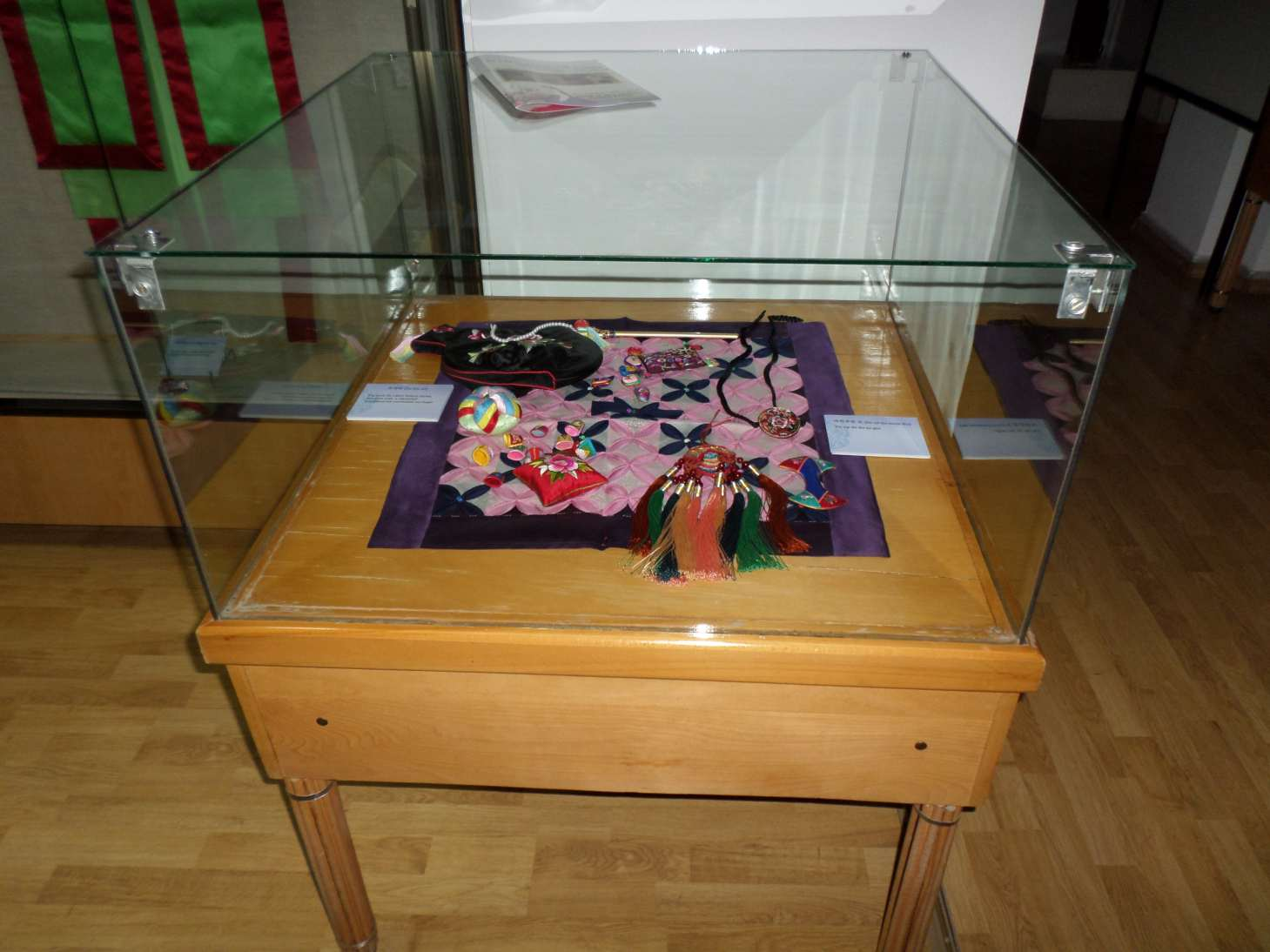 poze expozitia temporara costumul traditional coreean muzeul de arta populara constanta