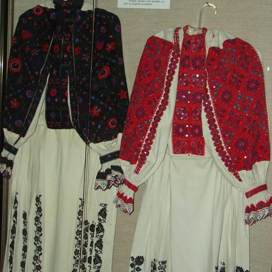 Expozitie Muzeul de Arta populara Constanta Camasa Romaneasca